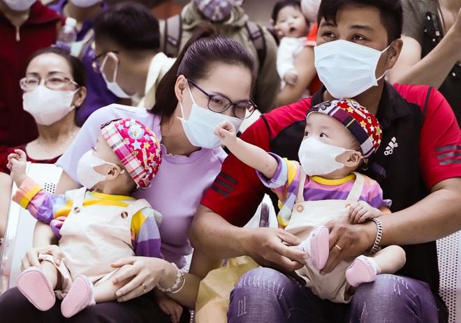 Bố mẹ Trúc Nhi - Diệu Nhi xúc động đón Trung thu đầu tiên với 2 con, tuần sau 2 bé xuất viện về nhà - Ảnh 10.