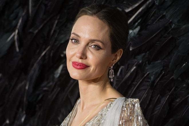 Dân tình đang náo loạn vì bộ ảnh Angelina Jolie ở thời kỳ đẹp nhất: Mặt như tạc, body ngộp thở, bảo sao Brad Pitt mê mệt - ảnh 6