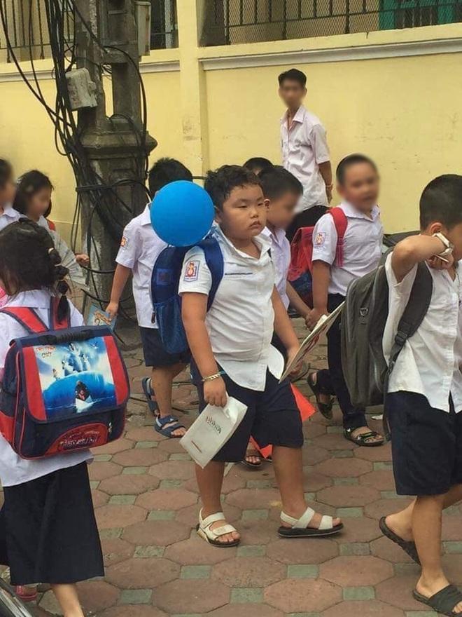 Sao Việt hồi hộp đưa con đi khai giảng, hài nhất là màn review cặp sách siêu lầy của con trai Xuân Bắc - Ảnh 1.