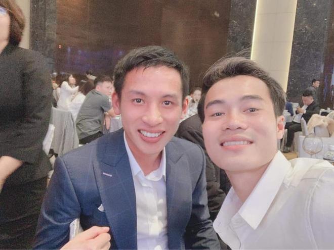 Nhận lời chúc mừng sinh nhật, ông chủ Hùng Dũng tiện thể mời khéo Văn Toàn về đầu quân cho Hà Nội FC - ảnh 1