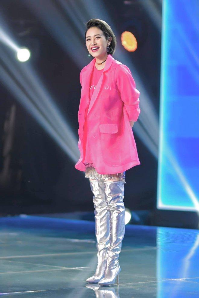 Mix & Phối - Dàn 'sao mặc cố' đổ bộ 2 cuộc thi rap: Khả Như (Rap Việt) lên đồ rách tả tơi nhưng chưa gây choáng bằng MC Phí Linh (King Of Rap) - chanvaydep.net 5