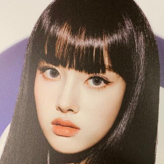 Tân binh để tóc mái đẹp như Lisa (BLACKPINK) giờ khiến cả bạn gái G-Dragon cũng phải khen ngợi, tưởng chị em thất lạc - Ảnh 5.