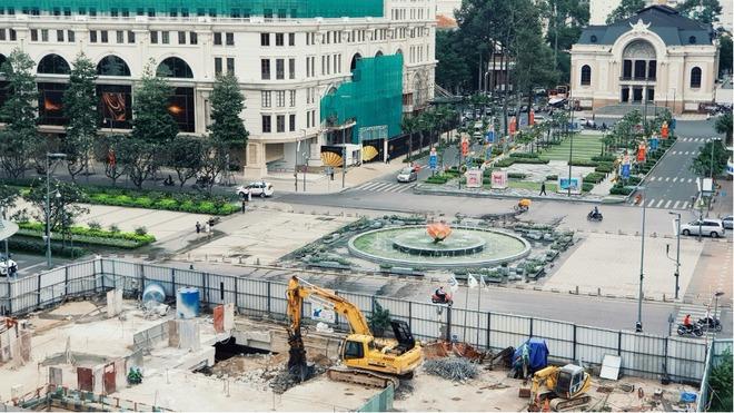 Cận cảnh 800 công nhân đang làm việc xuyên ngày đêm để sớm hoàn thành nhà ga ngầm lớn nhất tuyến metro Sài Gòn - ảnh 15