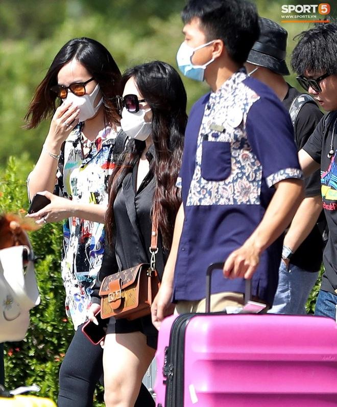 Cô dâu Viên Minh diện đồ cá tính khi cùng Công Phượng tới Phú Quốc - ảnh 2