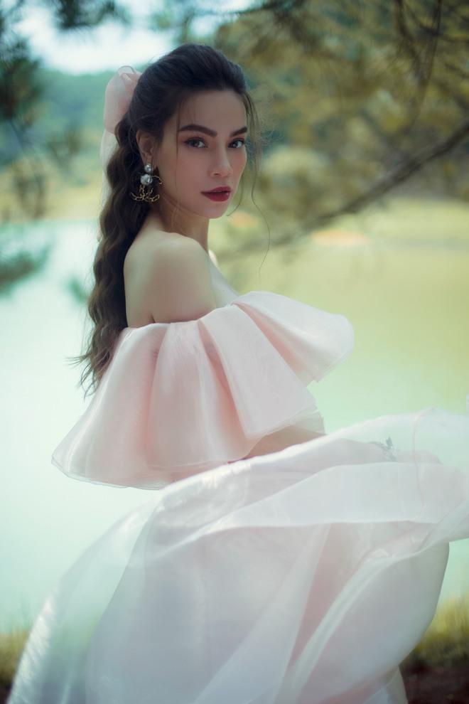 """Hà Hồ bất ngờ """"nhá hàng"""" ảnh mặc váy cưới hậu sinh đôi, netizen giật mình nhớ lại hình Kim Lý diện đồ chú rể từ 5 tháng trước - Ảnh 6."""