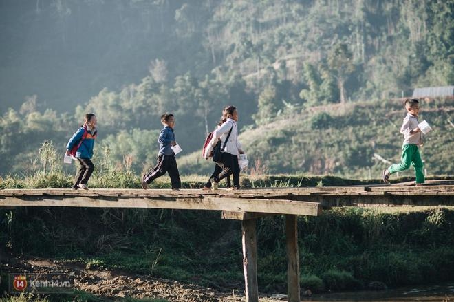 1345km nhớ thương của cậu học trò nghèo miền núi trở thành thầy giáo trẻ được vinh danh: Suốt 4 năm chỉ về thăm mẹ được 2 lần - Ảnh 10.