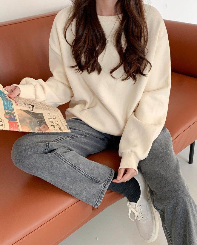 Những set đồ màu trà sữa đang được gái Hàn chưng diện ồ ạt, bạn nên bắt chước theo ngay - Ảnh 6.
