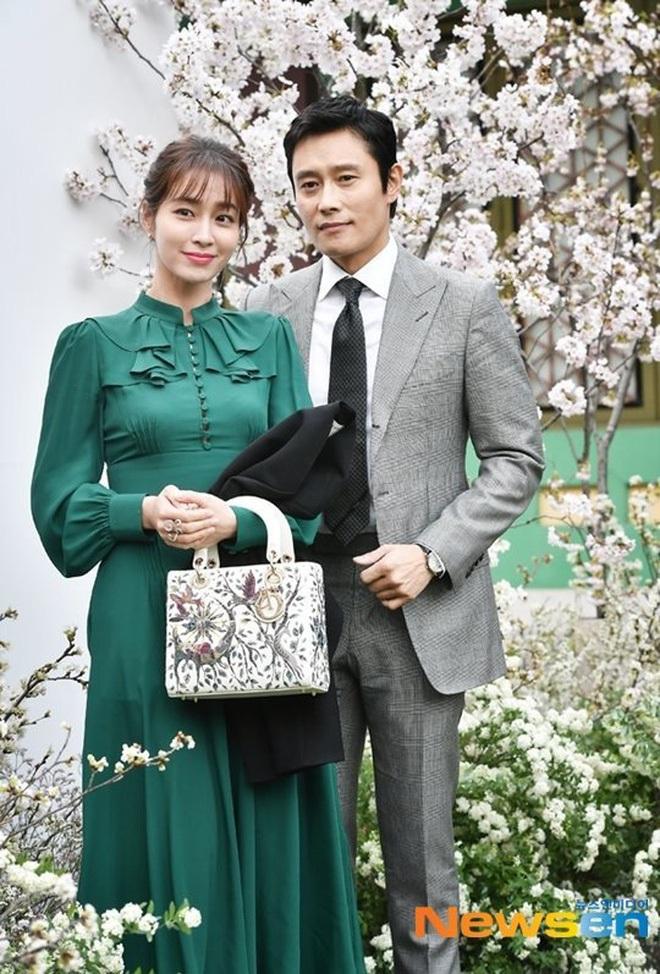 Mỹ nhân Vườn Sao Băng Lee Min Jung: Tiểu thư ngậm thìa vàng, vì yêu mà tha thứ cho chồng tài tử dính bê bối ngoại tình động trời - ảnh 23