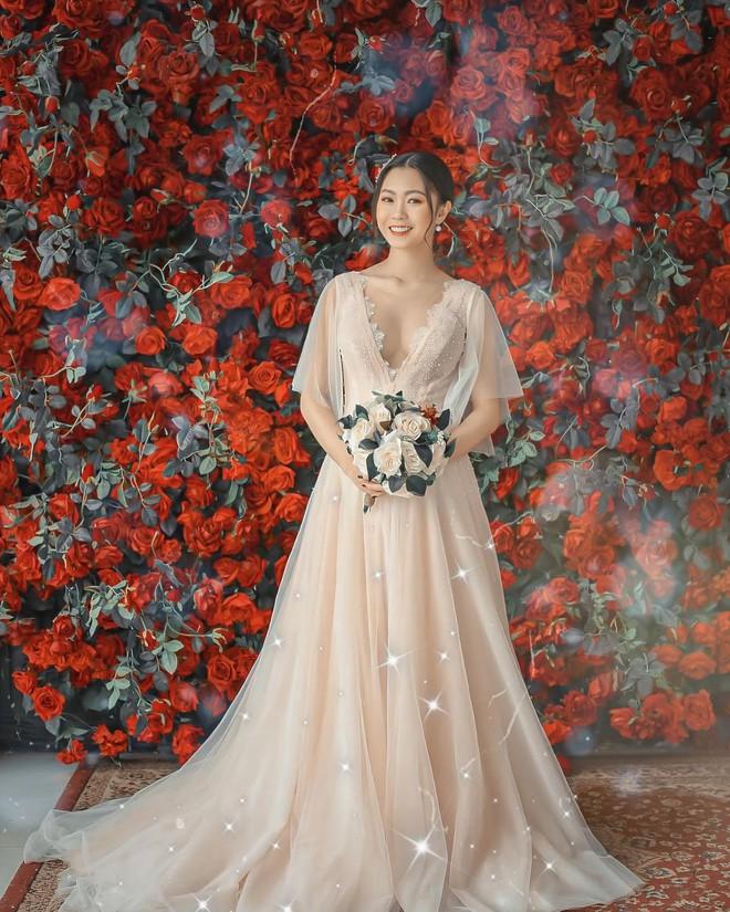 """Hội gái xinh """"bỏ cuộc chơi"""" từ năm 18, 19 tuổi: Người mặc váy cưới 28 tỷ, người được trao 200 cây vàng làm của hồi môn - Ảnh 7."""