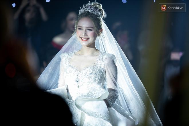 Hội gái xinh bỏ cuộc chơi từ năm 18, 19 tuổi: Người mặc váy cưới 28 tỷ, người được trao 200 cây vàng làm của hồi môn - ảnh 3