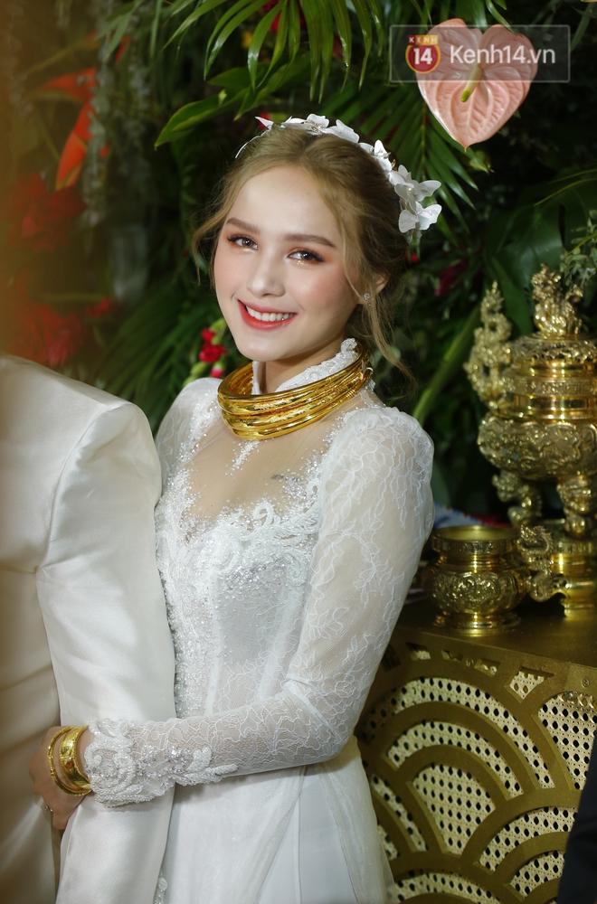 """Hội gái xinh """"bỏ cuộc chơi"""" từ năm 18, 19 tuổi: Người mặc váy cưới 28 tỷ, người được trao 200 cây vàng làm của hồi môn - Ảnh 1."""