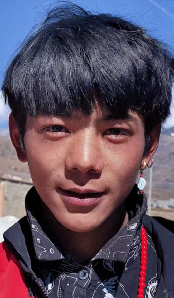 Hot boy Tây Tạng gây bão mạng xã hội... đã có Weibo và còn dùng cả iPhone 12 Pro - ảnh 3