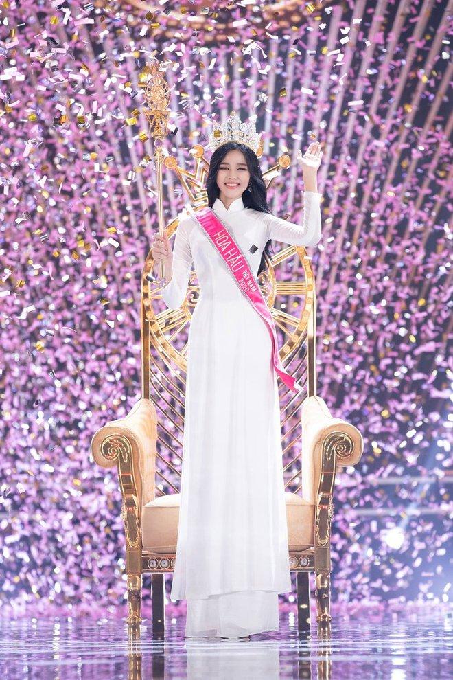 Tân Hoa hậu Đỗ Thị Hà còn có một chị gái, giản dị nhưng chiều cao và nụ cười xinh cũng không thua kém - ảnh 1