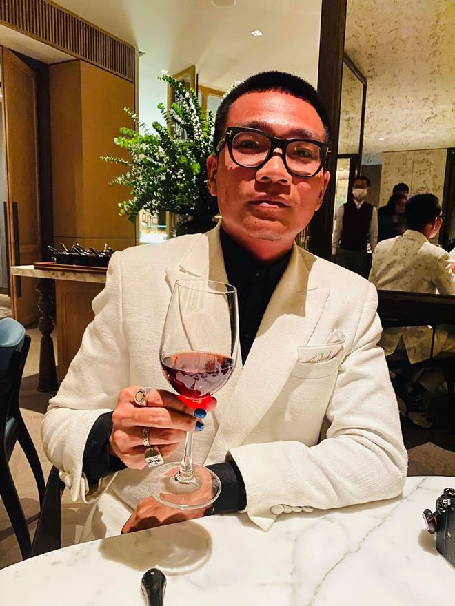 Đi xem Chung kết Hoa hậu Việt Nam 2020 cũng không làm Wowy xao nhãng, vẫn tung thính bài mới như thật - Ảnh 5.