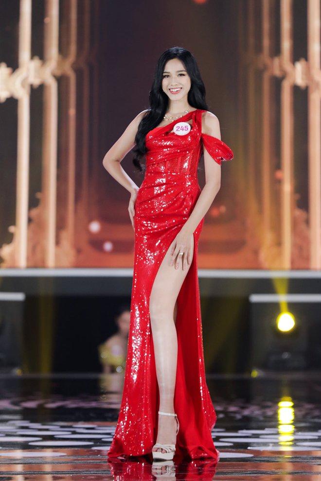 Tân Hoa hậu Đỗ Thị Hà còn có một chị gái, giản dị nhưng chiều cao và nụ cười xinh cũng không thua kém - ảnh 2