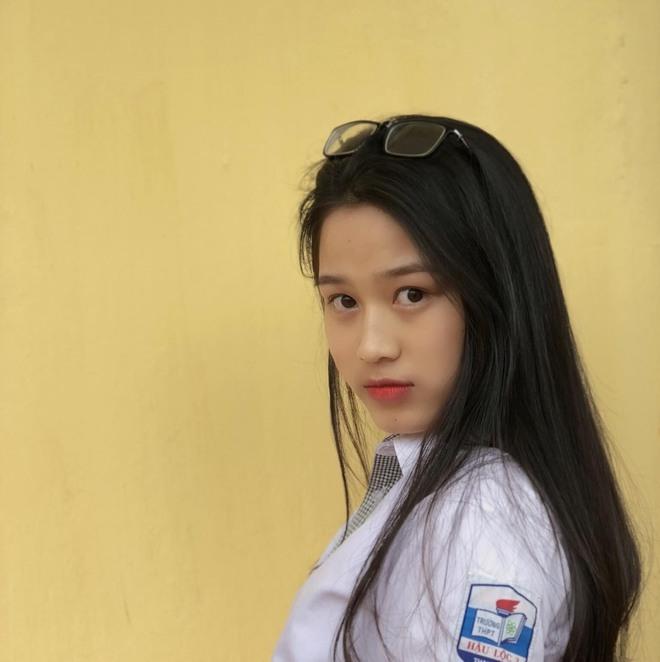 Hành trình nhan sắc thay đổi chóng mặt của Hoa hậu Đỗ Thị Hà từ cấp 1 cho đến lúc lên Đại học - Ảnh 3.