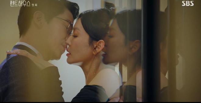 Mới phát sóng được 7 tập, Penthouse đã rục rịch ra mắt phần 2: Bà cả Lee Ji Ah trả thù 20 tập vẫn chưa đủ sao? - ảnh 4