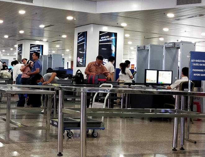 Cô gái trẻ dùng giấy tờ giả đi máy bay chặng Đà Nẵng - TP HCM - ảnh 1
