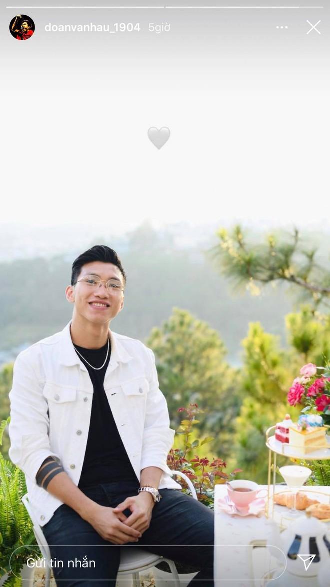 Đoàn Văn Hậu và Doãn Hải My tiếp tục để lộ hint hẹn hò sau màn tặng hoa ở Chung kết Hoa hậu - ảnh 8