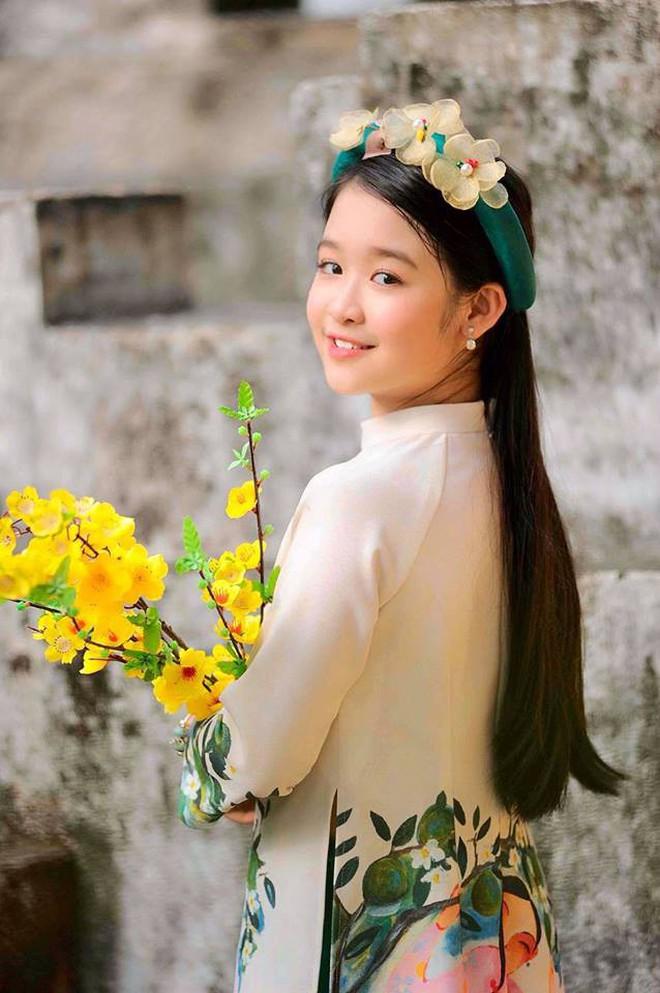 Tiểu mỹ nhân gây chú ý khi đọ sắc với loạt Hoa hậu, profile hoá ra cũng rất xịn sò - ảnh 8
