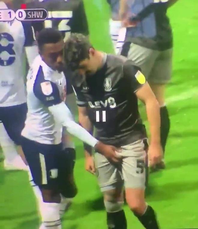 Sao bóng đá gây phẫn nộ sau hành động phản cảm nhằm vào vùng kín của cầu thủ đối phương - ảnh 2