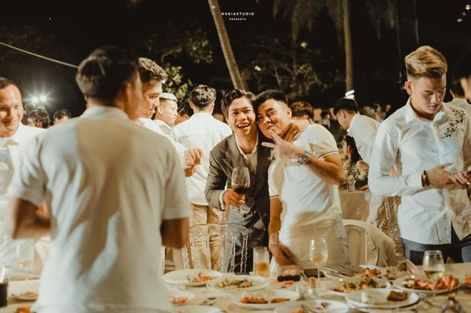 Họ nhà trai đồng loạt xả hình đám cưới Công Phượng: Hải Quế dặn dò vợ luôn đúng nha em - ảnh 2