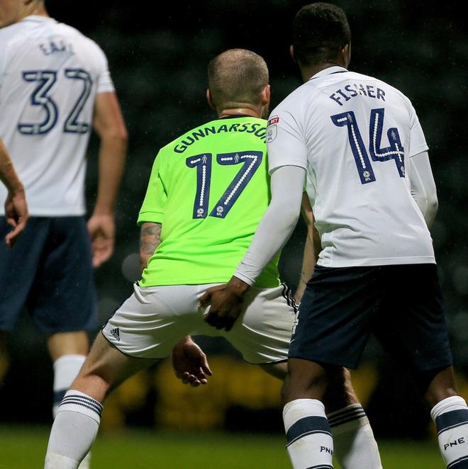 Sao bóng đá gây phẫn nộ sau hành động phản cảm nhằm vào vùng kín của cầu thủ đối phương - ảnh 3