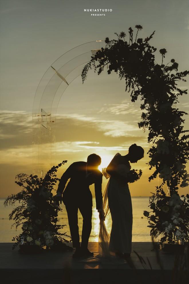 Khoảnh khắc ăn tiền nhất đám cưới Công Phượng - Viên Minh: Đáng đạt điểm tuyệt đối vì quá rực rỡ, hạnh phúc và tinh tế - ảnh 1