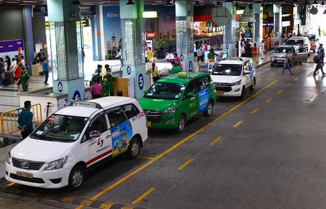 Cảm xúc khi đón taxi công nghệ về từ sân bay Tân Sơn Nhất và trải lòng của tài xế Grab - ảnh 1