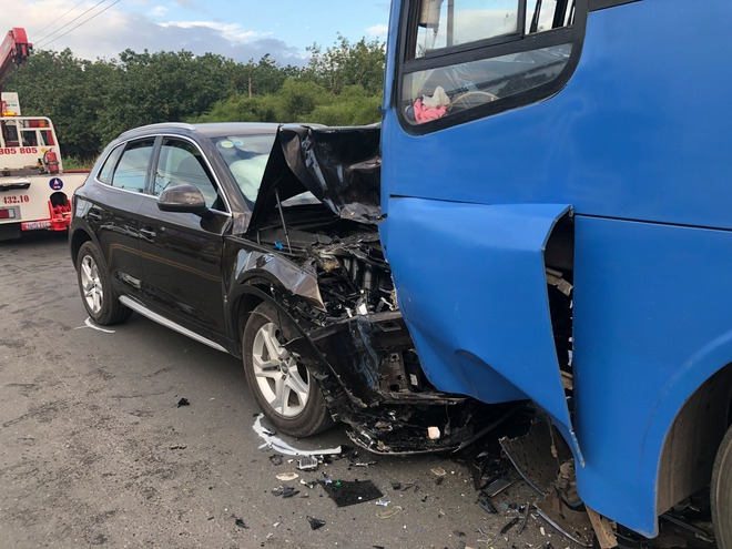 Đồng Nai: Xế hộp Audi nát đầu khi tông trực diện xe buýt, nhiều hàng khách la hét kêu cứu - ảnh 2