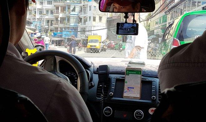 Thử đặt taxi công nghệ từ sân bay Tân Sơn Nhất về trung tâm sau khi phân làn, cả hành khách lẫn tài xế đều có nhiều tâm tư! - Ảnh 4.