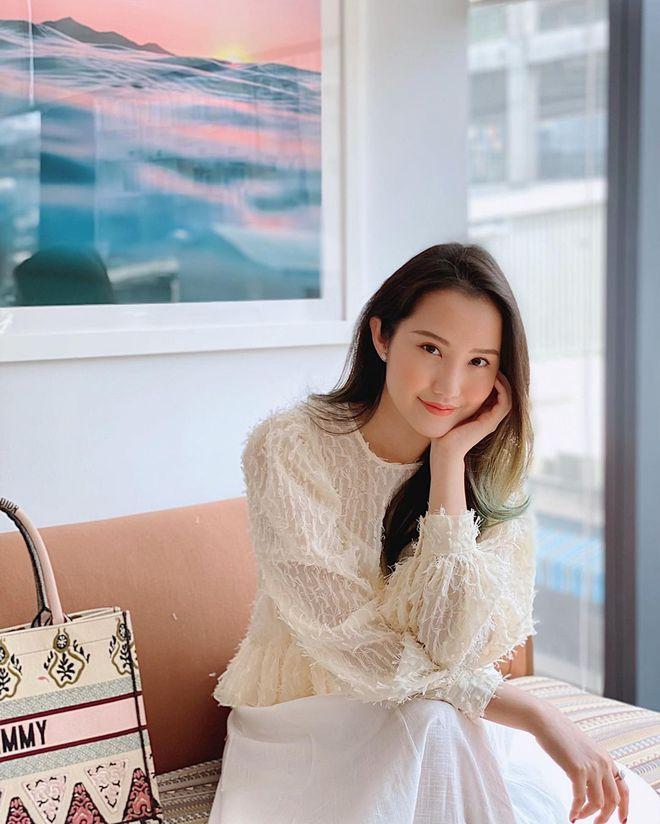 """Vợ sắp cưới của Phan Thành: Là """"bánh bèo"""" chính gốc, đồ hiệu bạt ngàn, chưa kể đến tủ makeup nhìn mà mê đắm - Ảnh 2."""
