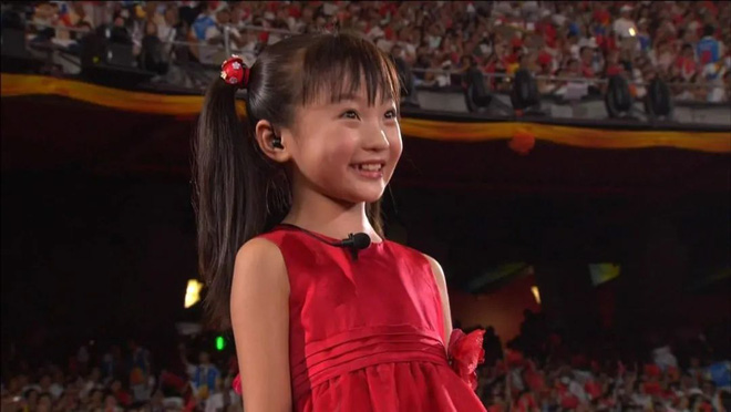 Sao nhí lộ hát nhép tại Olympic 2008: Bị mẹ kìm kẹp, bỏ học làm máy hái tiền, trượt nhiều trường nghệ thuật, nhan sắc hiện tại gây shock - ảnh 1