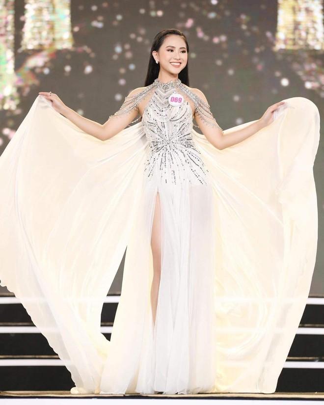 Dàn bê tráp toàn gái xinh trong đám hỏi Phan Thành, có cả thí sinh Hoa hậu mới đỉnh - Ảnh 3.