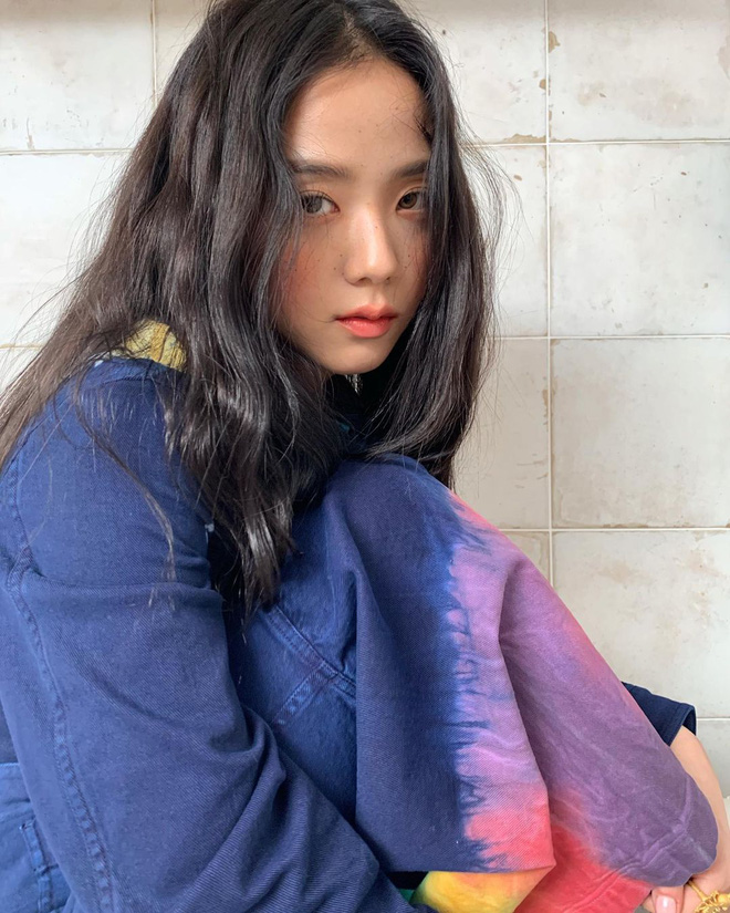 Hoa hậu Hàn Quốc Jisoo (BLACKPINK) gây sốt với bộ ảnh tạp chí mới, choáng hơn khi kéo đến ảnh hậu trường - ảnh 7