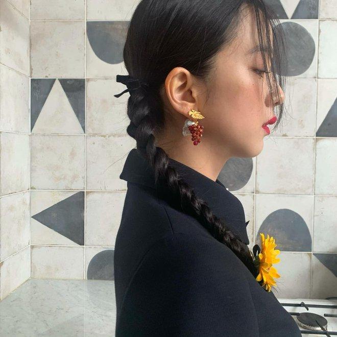 Hoa hậu Hàn Quốc Jisoo (BLACKPINK) gây sốt với bộ ảnh tạp chí mới, choáng hơn khi kéo đến ảnh hậu trường - ảnh 10