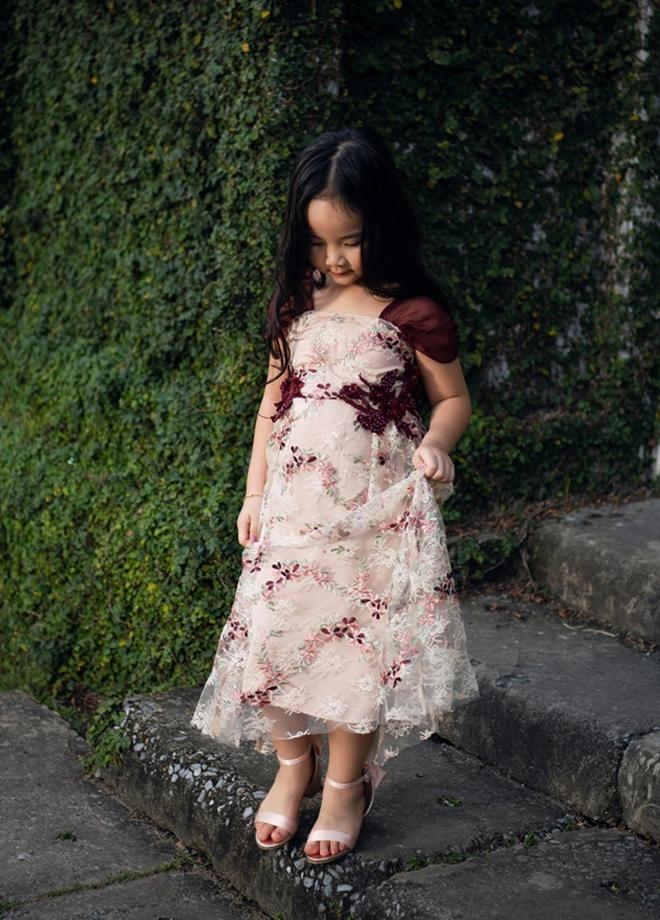 """Nhìn bộ ảnh nhà Trang Nhung là hiểu sức mạnh của """"gen trội"""": Nàng mẫu nóng bỏng, cháu gái từng thi Hoa hậu nổi bần bật - ảnh 7"""