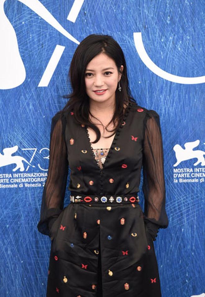 So kè gu thời trang của 3 cặp địch thủ Cbiz: Dương Mịch - Lệ Dĩnh khó phân thắng bại, gắt hơn cả là cặp Phạm Băng Băng - Triệu Vy - Ảnh 27.