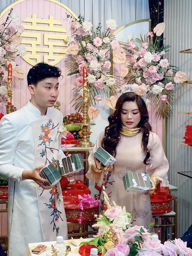 Cô dâu đeo vàng mỏi cổ và cầm tiền trĩu tay trong đám cưới, dân mạng được phen trầm trồ: Nhìn thôi cũng muốn cưới liền! - ảnh 4