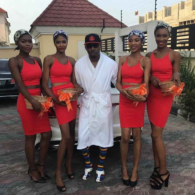 Đi đám cưới bạn, người đàn ông dắt theo 6 cô người yêu, cô nào cũng bầu vượt mặt chiếm hết spotlight của quan viên 2 họ - ảnh 8