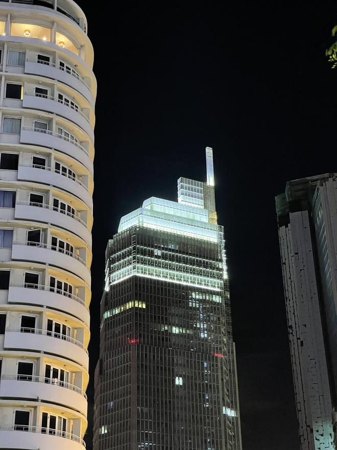 Ngắm Sài Gòn về đêm qua ống kính iPhone 12 Pro Max - ảnh 4