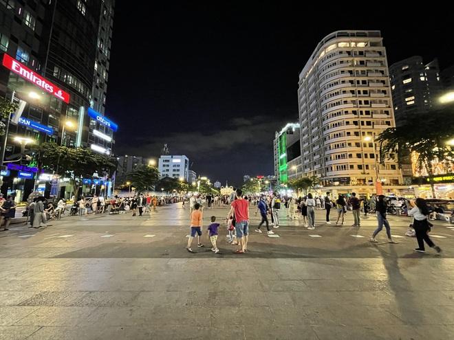 Ngắm Sài Gòn về đêm qua ống kính iPhone 12 Pro Max - ảnh 7