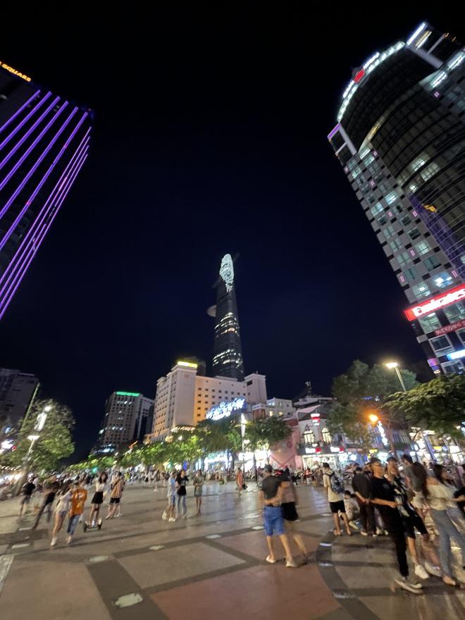 Ngắm Sài Gòn về đêm qua ống kính iPhone 12 Pro Max - ảnh 12