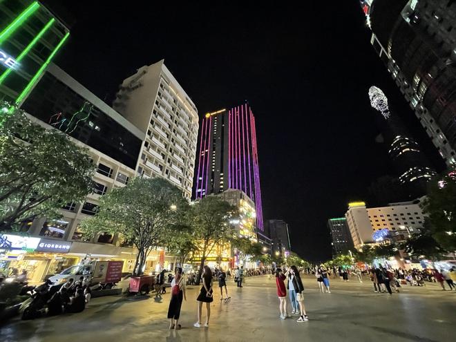 Ngắm Sài Gòn về đêm qua ống kính iPhone 12 Pro Max - ảnh 9