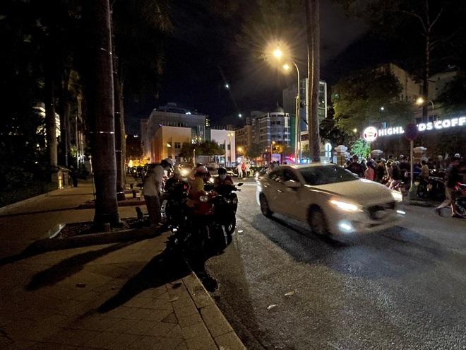 Ngắm Sài Gòn về đêm qua ống kính iPhone 12 Pro Max - ảnh 10
