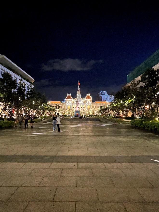 Ngắm Sài Gòn về đêm qua ống kính iPhone 12 Pro Max - ảnh 11