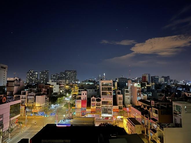 Ngắm Sài Gòn về đêm qua ống kính iPhone 12 Pro Max - ảnh 16