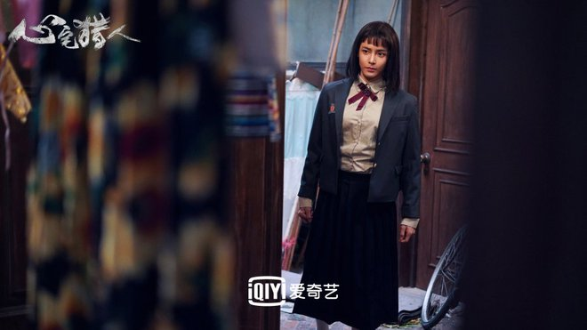 Hầu Minh Hạo giả làm nữ sinh, độn vòng 1 ngồn ngộn đến bung cúc áo ở Thợ Săn Tâm Trạch - ảnh 11