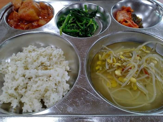 Những suất cơm canteen của học sinh Hàn Quốc: Giá thành rẻ, nhìn đơn giản nhưng chế độ dinh dưỡng hàng top thế giới - ảnh 1