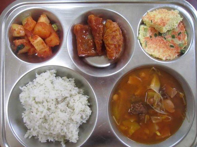 Những suất cơm canteen của học sinh Hàn Quốc: Giá thành rẻ, nhìn đơn giản nhưng chế độ dinh dưỡng hàng top thế giới - ảnh 2